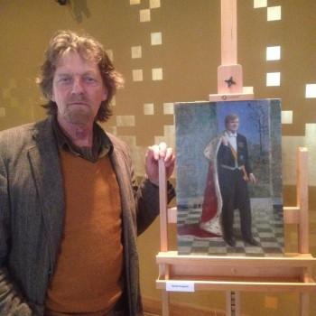 Kenne Grégoire bij zijn ontwerp. Foto: Stedelijk Museum Kampen, via Twitter.