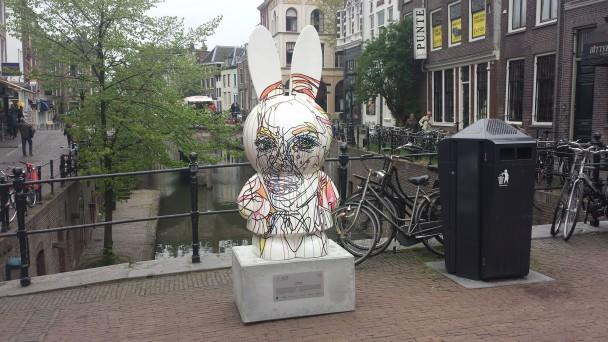 Honeybun, beeld van Barbara Wijnveld voor de Nijntje Art Parade op de Vismarkt in Utrecht. Foto: Evert-Jan Pol.