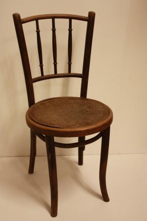 De stoel waar Picasso op zat, collectie Stedelijk Museum Alkmaar.
