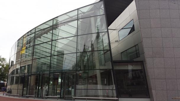 Van gogh museum heeft nieuwe entree digitale kunstkrant - Glazen ingang ...