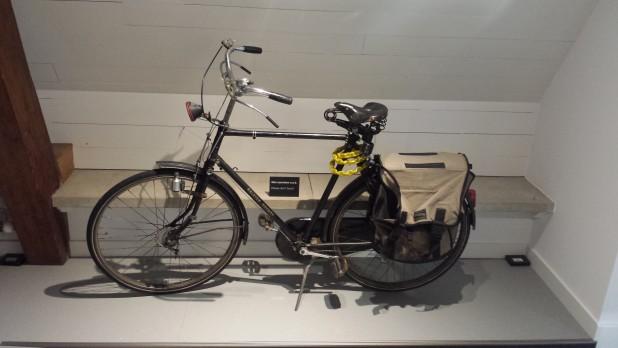 De fiets waarop Dick Bruna jarenlang dagelijks naar zijn atelier fietste. Foto: Evert-Jan Pol.