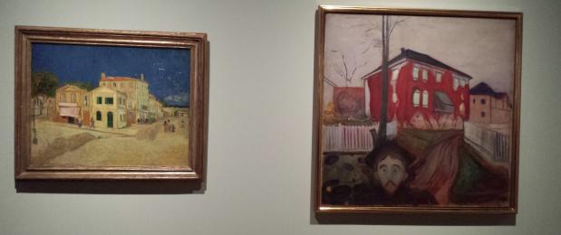 Links: Vincent van Gogh, Het gele huis ('De straat'), 1888, Van Gogh Museum, Amsterdam. Rechts: Edvard Munch, Rode wingerd, 1898-1900. Munchmuseum, Oslo. Foto: Evert-Jan Pol.