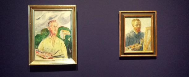 Left: Edvard Munch, Self-portrait with palette, 1926, private collection. Right: Vincent van Gogh, Self-portrait as a painter, 1887-1888, Van Gogh Museum, Amsterdam. Photo: Evert-Jan Pol.