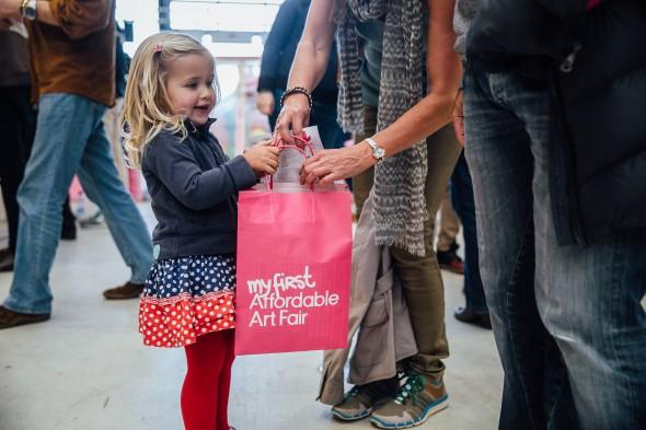 Je kunt niet vroeg genoeg beginnen met kunst kopen. Foto: Affordable Art Fair.