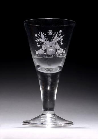 Kelkglas, eerste kwart 18de eeuw. Engels glas met Nederlandse gravering, onbekende graveur. Collectie Museum De Lakenhal, Leiden. Schenking, 2015.