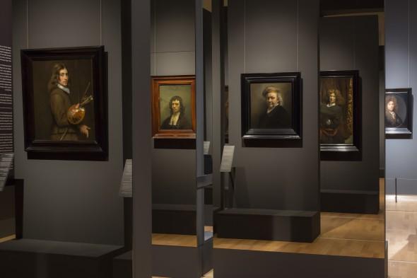 Zaaloverzicht met spiegels. Foto: © Ivo Hoekstra / Mauritshuis, Den Haag.