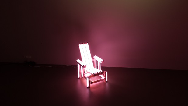Iván Navarro (1972), Pink electric chair, 2006.