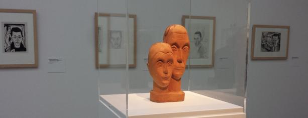 Ernst Ludwig en Erna Kirchner, Dubbelportret, 1932-1933, Kirchner Museum Davos. Daarachter vier zelfportretten van Kirchner, uit dezelfde collectie.