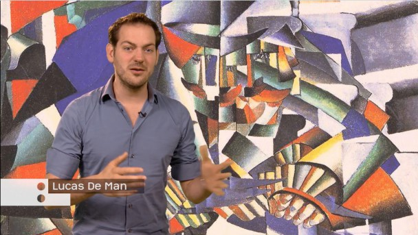 Presentator Lucas De Man in aflevering Cultuur van het Moderne. © Kunstuur in de Klas, ARTtube en NTR SchoolTV.