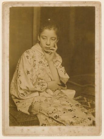 George Hendrik Breitner, Geesje Kwak in Japanse kimono, 1893-1895, Universiteitsbibliotheek Leiden.