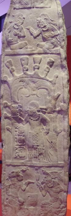 Stèle uit Seibal in Guatemala, 800-900 na Chr., Museo Nacional de Arqueología y Etnologia, Guatemala-Stad. Foto: Evert-Jan Pol.