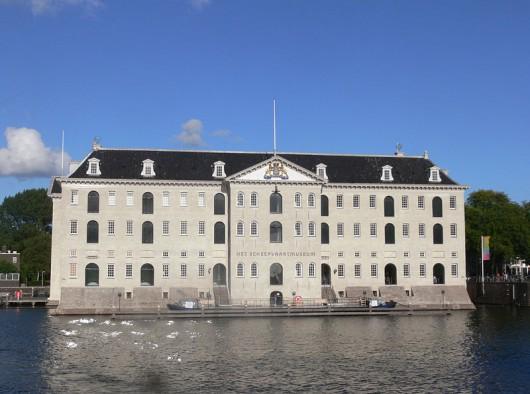 Het Scheepvaartmuseum in Amsterdam. Foto: Remi Mathis (via Wikipedia).