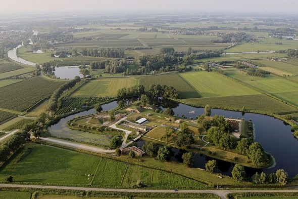 GeoFort vanuit de lucht. Foto: NandoBennis, op Wikipedia.