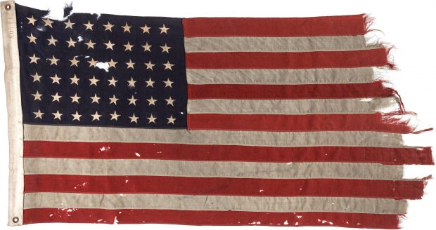 De Amerikaanse 48-sterren vlag gevoerd tijdens D-Day.