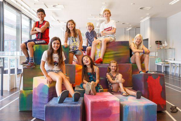 Het nieuwe Boijmans Kinderbestuur. Boven van links naar rechts: Sergen; Ana; Fabian; Cesar; Wendel. Onder van links naar rechts: Rosalie; Helena; Mirthe.