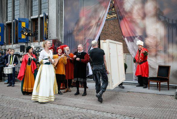 Aankomst van de gestolen schilderijen bij het Westfries Museum in Hoorn. Foto: Westfries Museum.