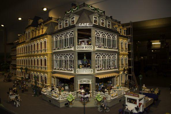 Het leven rond 1900 volgens Playmobil, in het Limburgs Museum.