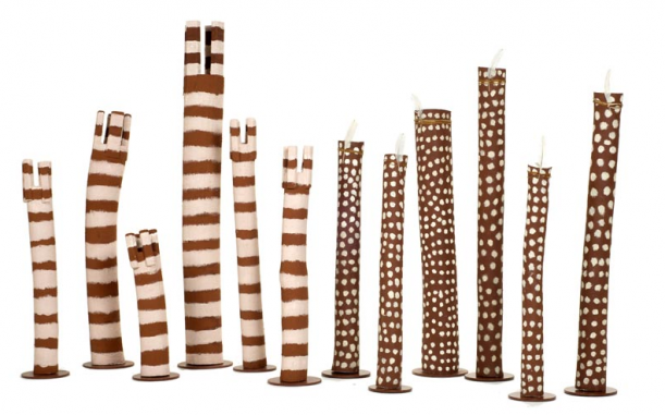 Law Poles uit 2007 van Ron Yunkaporta, Joe Ngallametta en Joel Ngallametta, collectie AAMU.