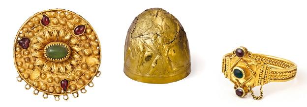 V.l.n.r.: broche; helm en armband met edelstenen.