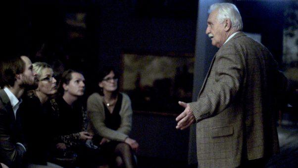 Voormalig adjunct-directeur en conservator Carel de Jong vertelt. Foto: Westfries Museum.