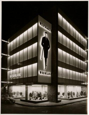 Karl Hugo Schmölz (1917-1986), Wormland, Keulen / Cologne, 1957. Te zien in de tentoonstelling Nacht ontwaakt in Fotomuseum Den Haag.