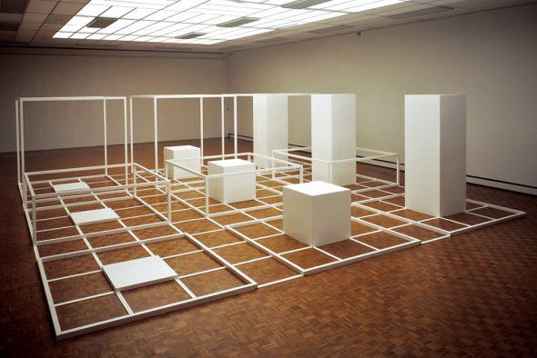 Sol LeWitt, Serieel project nr. 1: Groep B, 1966-1970, aluminium, 230 x 830 x 830 cm Gemeentemuseum Den Haag.